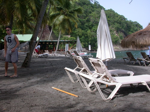 Beach_and_bar_in_background